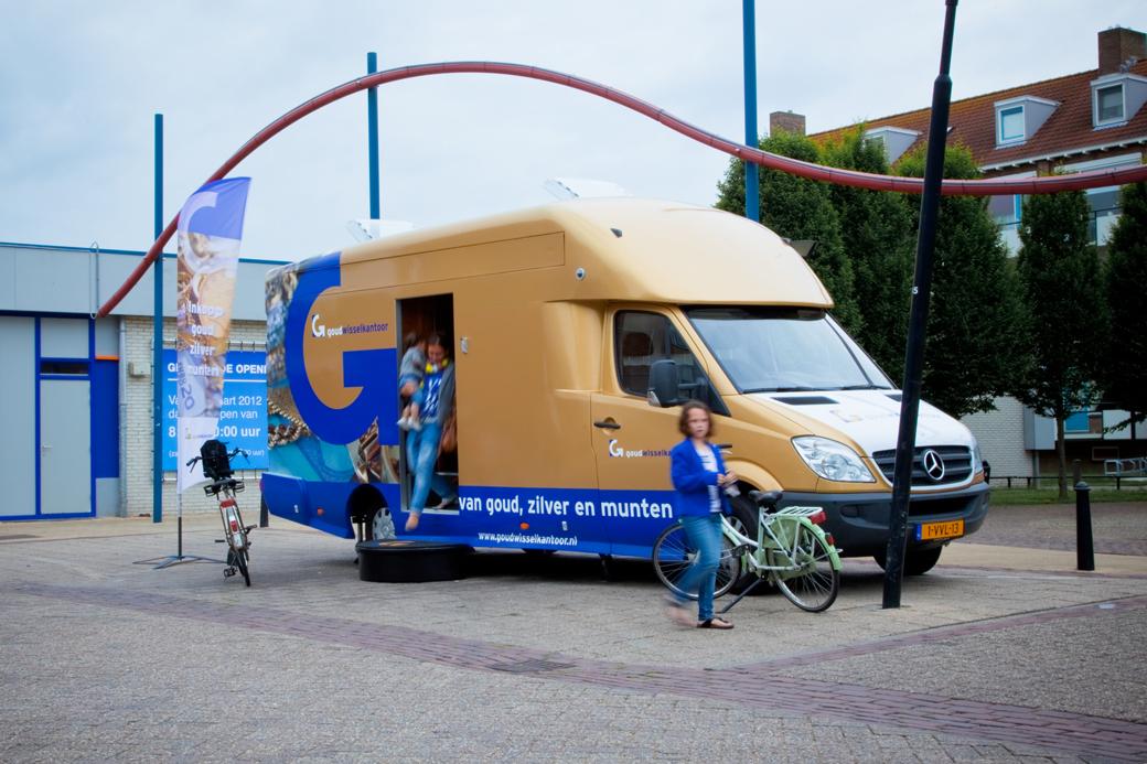 goudtaxatiebus-buitenzijde